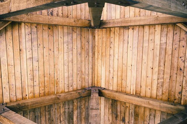 dřevěný strop
