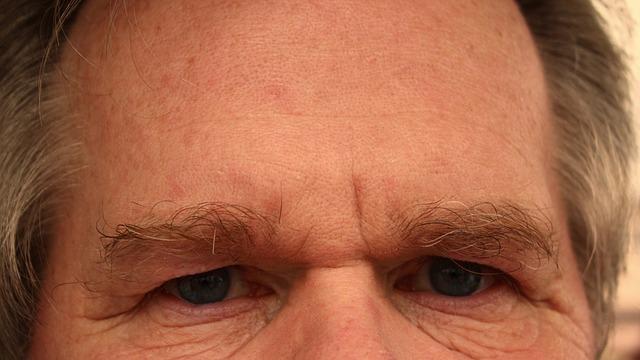 oči muže