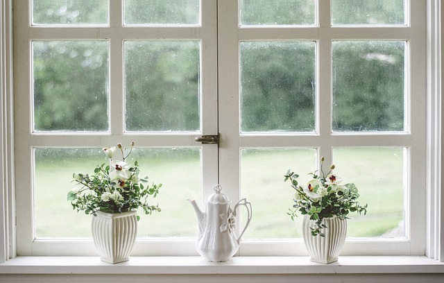bílá okna
