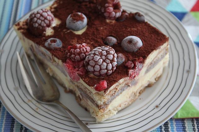 Pohoštění s ovocným dortem