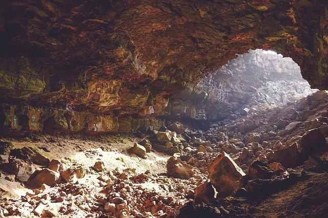 jeskyně, skály, podzemí