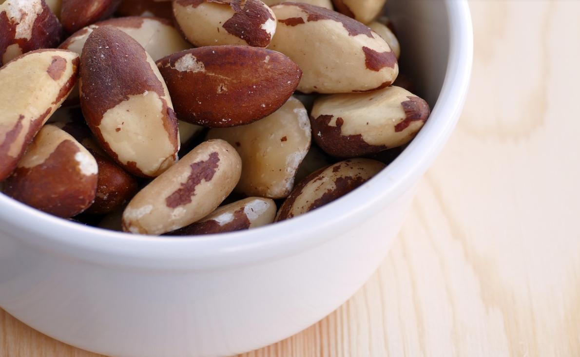 para ořechy v misce